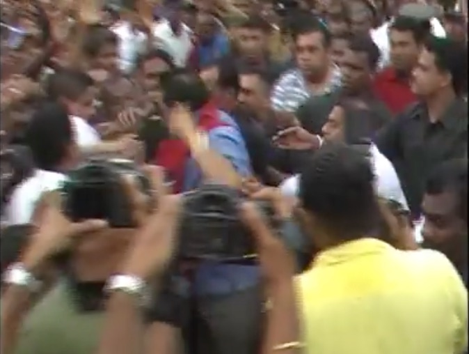 Mahinda Rajapaksa Attempts To Attack UPFA Supporter